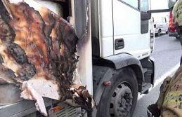 Sultangazi'de kağıt yüklü kamyon seyir halindeyken alev aldı