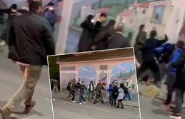 Sultangazi'de okul çıkışı öğrenciler birbirine girdi