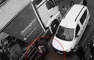 Sultangazi'de okula giderken kamyonun altında...