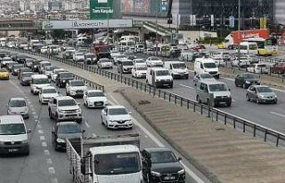 İstanbul'da hafta sonu kısıtlaması öncesi trafik...