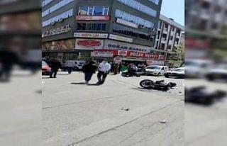 Sultangazi'de motosikletle otomobilin çarpıştığı...