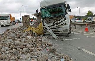 Eyüpsultan'da hafriyat kamyonu ile kamyonetin...