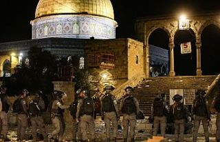 İsrail polisi, Mescid-i Aksa'da ses bombalarıyla...