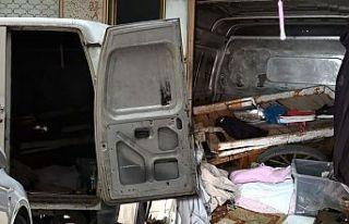 Sultangazi'de terk edilen minibüs uyuşturucu...