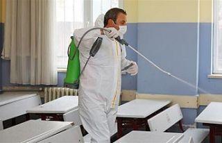 Gaziosmanpaşa'da okullar sınavlar öncesi dezenfekte...