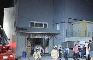Arnavutköy'de ambalaj fabrikasında korkutan...