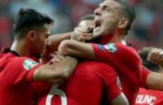 A Milli Futbol Takımı tarihinin en iyi grup performansıyla...