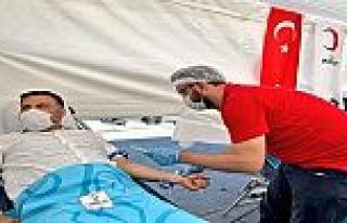 AK Parti Gaziosmnapaşa Teşkilatlarından Kızılay'a...