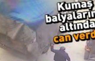 Arnavutköy'de üzerine kumaş balyaları devrilen...