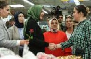 Bakan Kaya, Sultangazi'de esnafı ziyaret etti