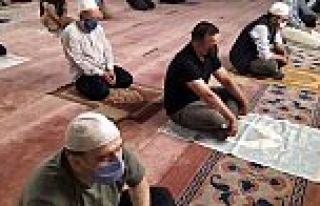 Camiler 3 ay sonra tekrar ibadete açıldı, vatandaşlar...
