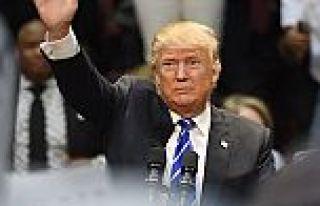 Donald Trump mitinginden başörtülü kadını attırdı