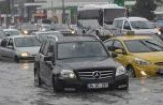 E-5'i su bastı trafik durdu
