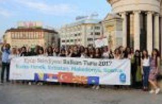 Eyüp Belediyesi'nden başarılı öğrencilere Balkan...