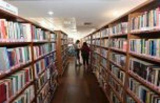 Gaziosmanpaşa Halk Kütüphanesine Gençlerden Yoğun...