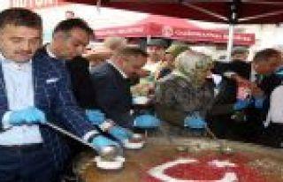 Gaziosmanpaşa'da Binlerce Kişiye 3 Ton Aşure Dağıtıldı