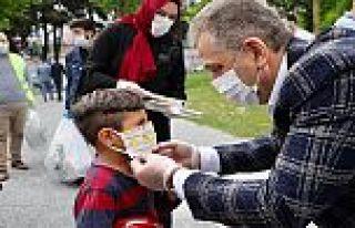 Gaziosmanpaşa'da Çocuklara Kitap ve Maske Dağıtıldı