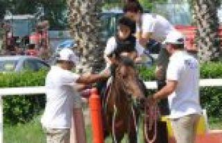 Gaziosmanpaşa'da Engelli Çocuklar At Biniciliğiyle...