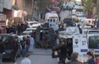 Gaziosmanpaşa'da hareketlilik: Cezaevi firarisi polis...