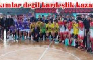 Gaziosmanpaşa'da Takımlar değil kardeşlik kazandı