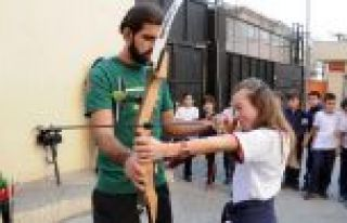 Gaziosmanpaşa'lı Gençler Okçuluk Eğitimiyle Hedefi...