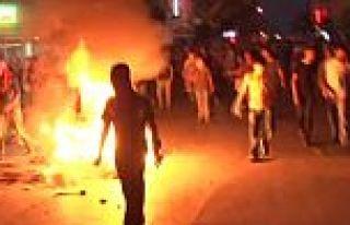 Göstericiler Gazi Mahallesini Savaş Alanına Çevirdi