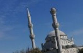 İstanbul'daki depremde Avcılar'da minare yıkıldı