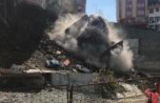 Kağıthane'de tahliye edilen 4 katlı bina çöktü