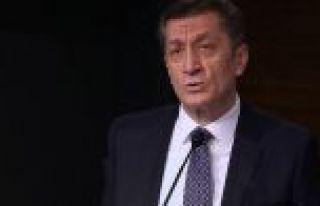 Milli Eğitim Bakanı Selçuk: 900'den fazla öğretmen...