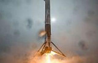 SpaceX'in roketi iniş sırasında devrilerek patladı!