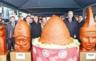 Sultangazi'de 10 ton çiğköfte dağıtıldı