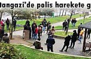 Sultangazi'de polis harekete geçti: Parkta toplanan...