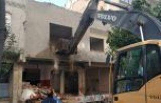 Sultangazi'de riskli binaların tespit çalışmaları...
