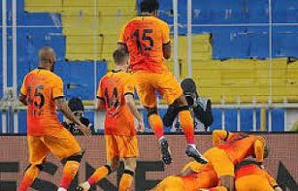 Galatasaray, Kadıköy'de Fenerbahçe'yi yendi ve lider oldu!