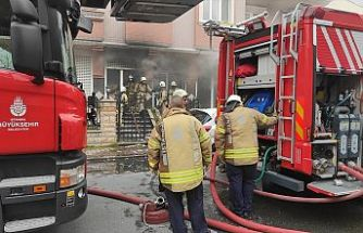 Bayrampaşa'da hediyelik eşya dükkanının deposu yandı