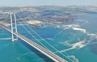 Osmangazi Köprüsü'nü saran deniz salyası havadan görüntülendi