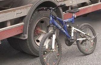Arnavutköy'de bisiklet süren çocuğa minibüs çarptı.