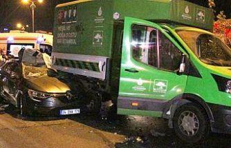 Bayrampaşa'da İBB'nin ağaç bakım aracına otomobil çarptı: 1'i ağır 5 yaralı
