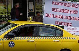 Sultangazi'de taksi durağında pankartlı uyarı