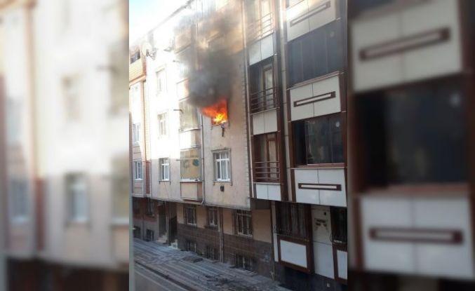 Sultangazi'de yangın! 5 kişi son anda kurtarıldı