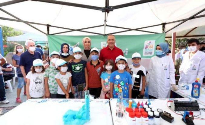 Sultangazi'de 'Bilim Firarda' otobüsü çocuklarla buluştu