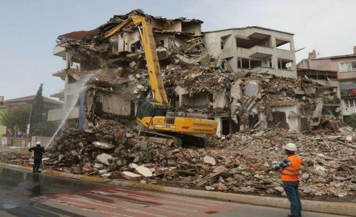 Eyüpsultan'da riskli yapıların yıkımı sürüyor