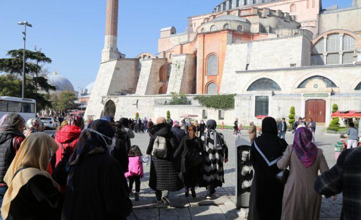 Eyüpsultan'da Ayasofya ve Taksim Camii gezilerine yoğun ilgi