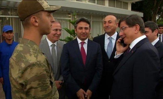 Davutoğlu'ndan askere telefon jesti: Birlikte kısmet bakalım